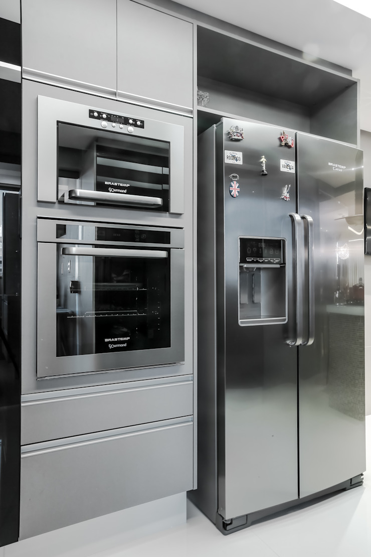 Funcionalidade na Cozinha Carolina Fontes Arquitetura Cozinhas modernas Metalizado/Prateado