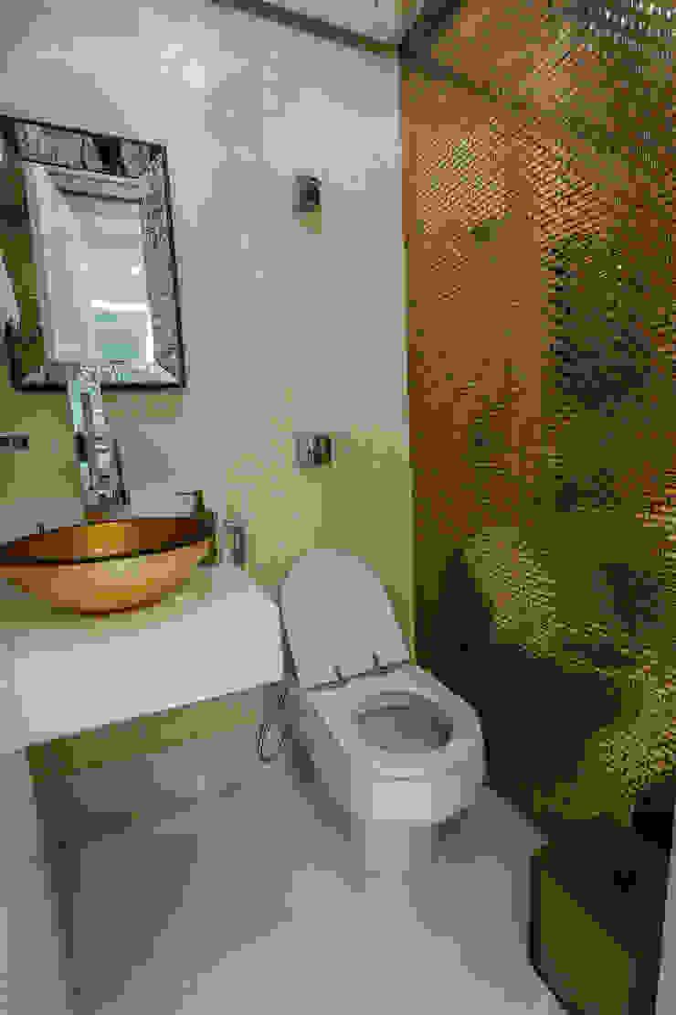 Dourado no Lavabo Carolina Fontes Arquitetura Banheiros modernos Ambar/dourado