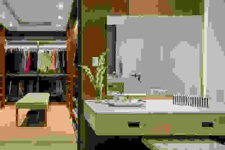 NIVEL TRES ARQUITECTURA Modern dressing room Wood Wood effect