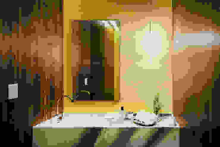 Bathroom by NIVEL TRES ARQUITECTURA,