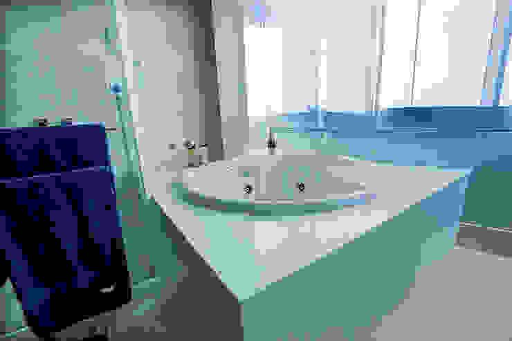 Banheira de Hidromassagem Carolina Fontes Arquitetura Banheiros modernos