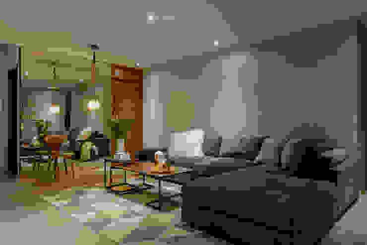 NIVEL TRES ARQUITECTURA Modern media room Wood Grey