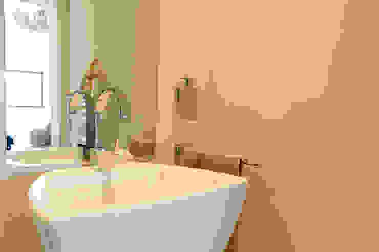 MBquadro Architetti Baños de estilo moderno