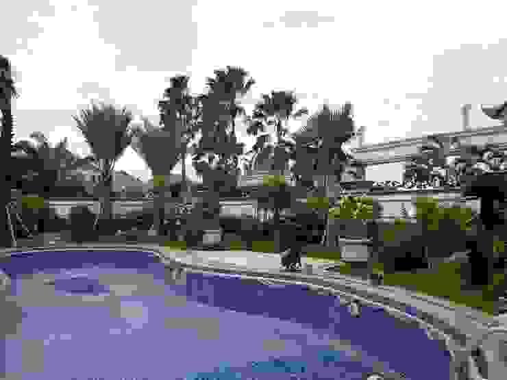 Taman Surabaya:modern  oleh TUKANG TAMAN SURABAYA - jasataman.co.id, Modern