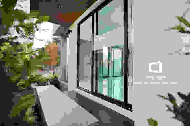 Balkon, Beranda & Teras Modern Oleh homify Modern