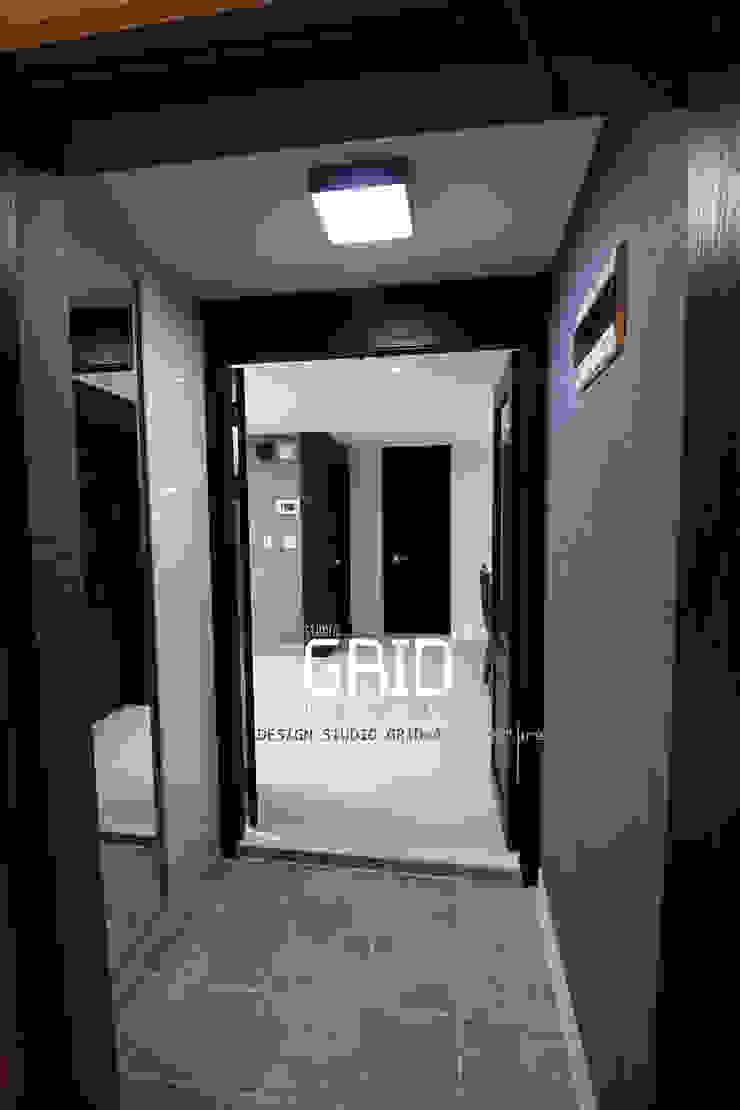 현관인테리어 모던스타일 복도, 현관 & 계단 by Design Studio Grid+A 모던