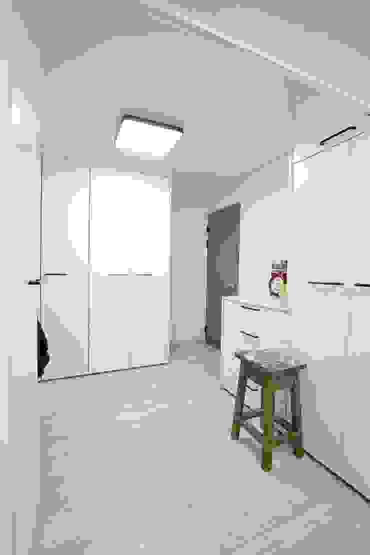 대구 주텍 인테리어 리모델링 아파트 모던스타일 드레싱 룸 by inark [인아크 건축 설계 디자인] 모던