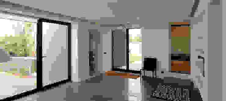 Koridor & Tangga Modern Oleh Tiago Tomás Arquitecto Modern