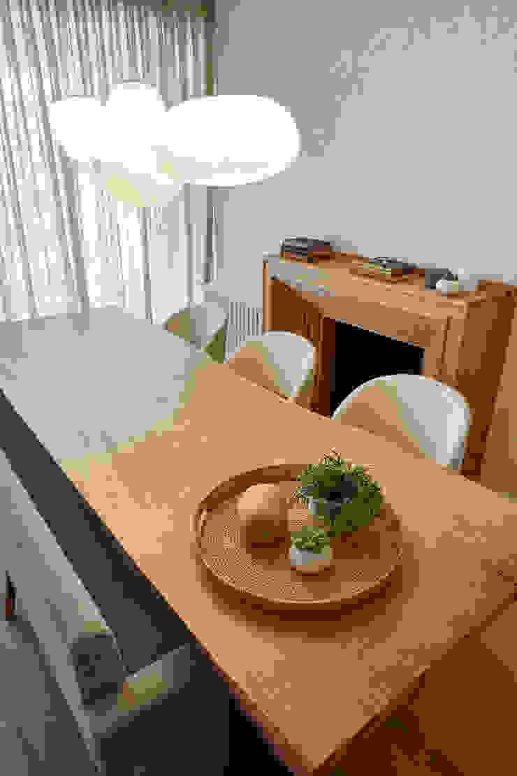 Rustic style dining room by Deu i Deu Rustic Solid Wood Multicolored