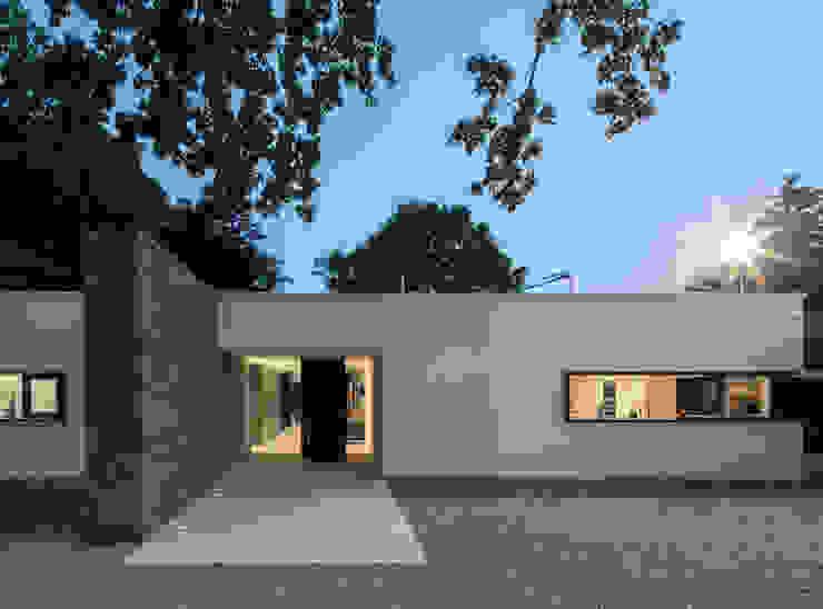 現代房屋設計點子、靈感 & 圖片 根據 htarchitektur 現代風