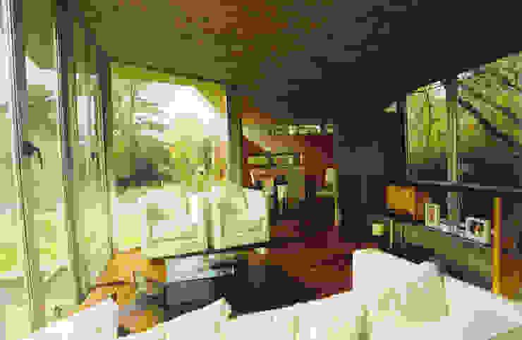 CASA en C.U.B.A. Livings modernos: Ideas, imágenes y decoración de MZM | Maletti Zanel Maletti arquitectos Moderno