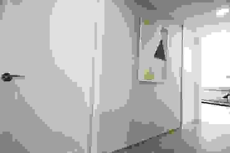 Minimalist Koridor, Hol & Merdivenler homelatte Minimalist