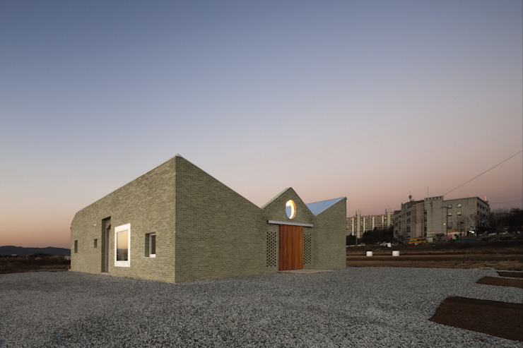 디귿집 모던스타일 주택 by 에이오에이 아키텍츠 건축사사무소 (aoa architects) 모던 벽돌