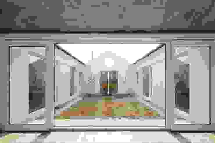 디귿집 아시아스타일 정원 by 에이오에이 아키텍츠 건축사사무소 (aoa architects) 한옥