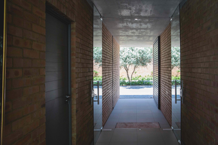 House Swart (Cameron Court Unit 1) Modern Corridor, Hallway and Staircase by Swart & Associates Architects Modern