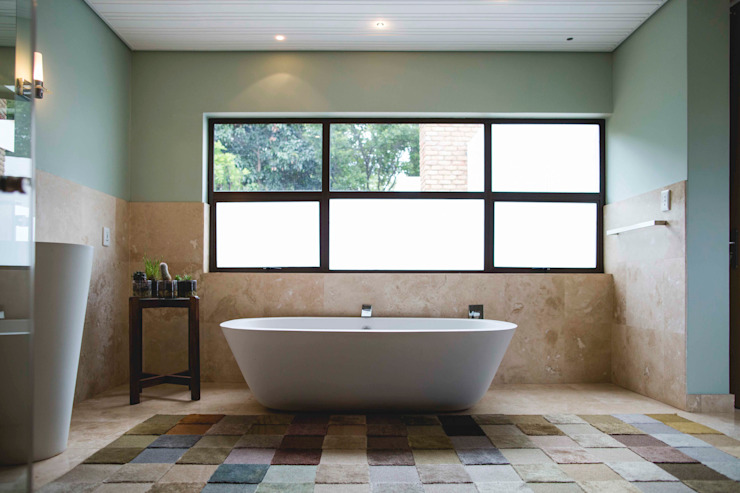 House Hoffman:  Bathroom by Swart & Associates Architects,