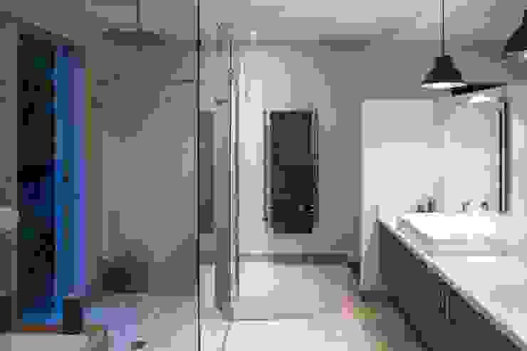 現代浴室設計點子、靈感&圖片 根據 Swart & Associates Architects 現代風