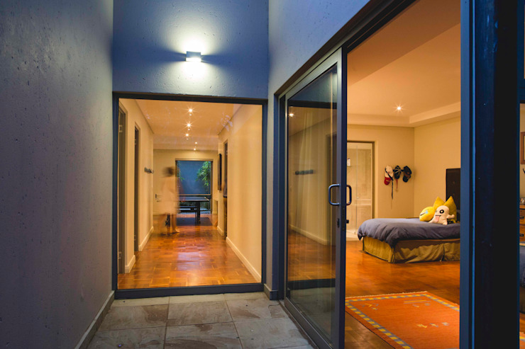 House Pont Modern Corridor, Hallway and Staircase by Swart & Associates Architects Modern