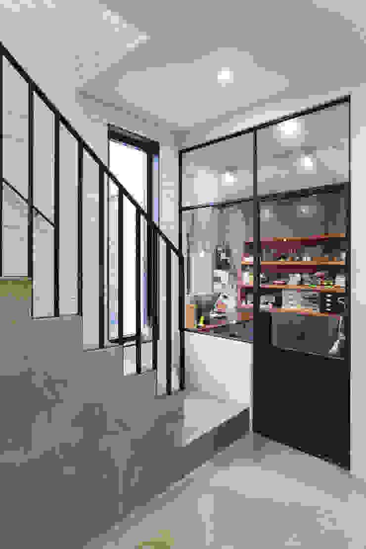 미우가 디자인 스튜디오 工業風的玄關、走廊與階梯