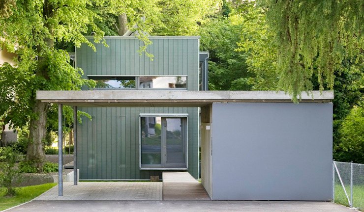 HAUS AM SEEUFER Minimalistische Häuser von ARCHITEKTEN GECKELER Minimalistisch Beton