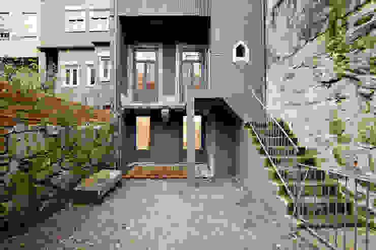 現代房屋設計點子、靈感 & 圖片 根據 A2OFFICE 現代風