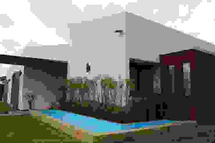 Espejo de agua Casas de estilo rústico de A-CUATTRO ARQUITECTURA Rústico