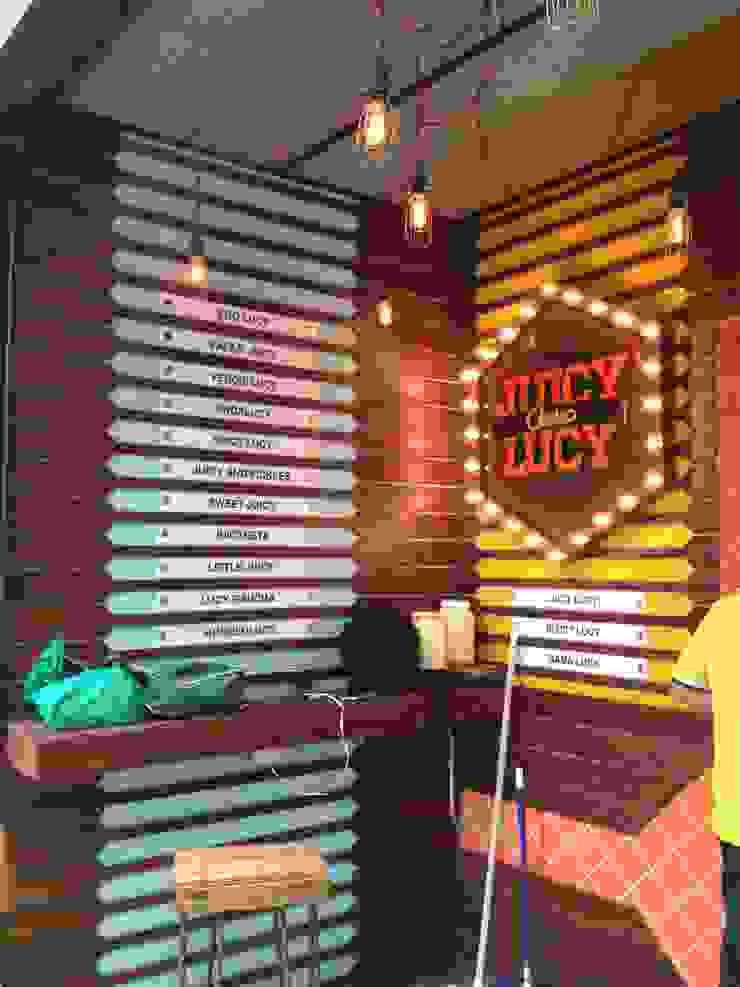 JUICY LUCY _ Plaza Pakita de @tresarquitectos Moderno