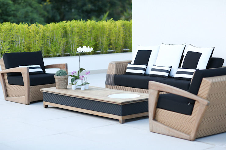 Adriana Leal Interiores Modern terrace Wood Black