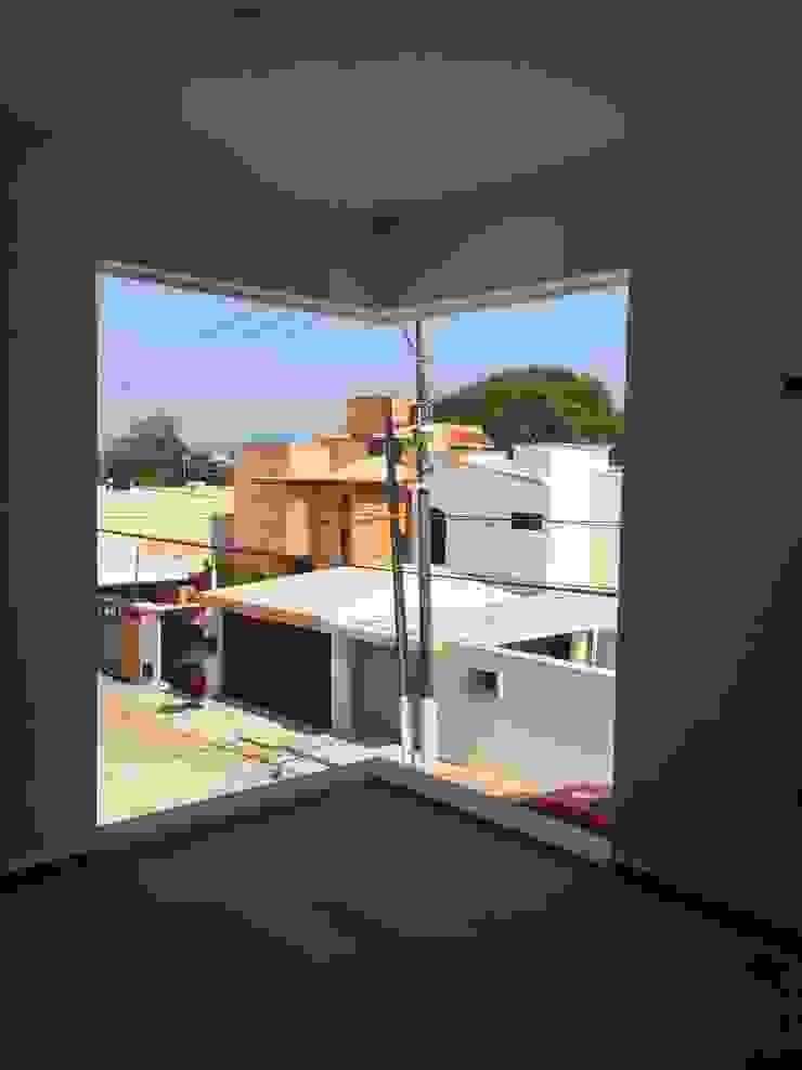 pequeño, comodo y funcional apartamento Ma&Co Puertas y ventanas minimalistas