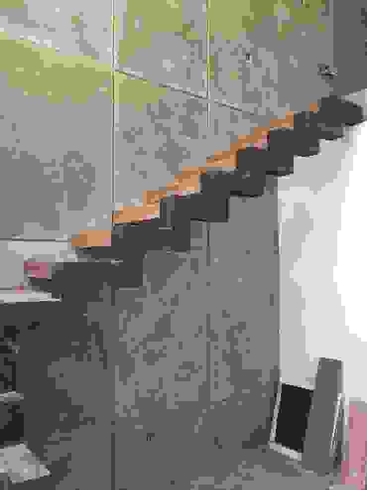 pequeño, comodo y funcional apartamento Ma&Co Pasillos, vestíbulos y escaleras minimalistas Concreto