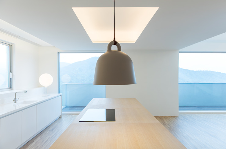 Cocinas de estilo minimalista de 何侯設計 Ho + Hou Studio Architects Minimalista