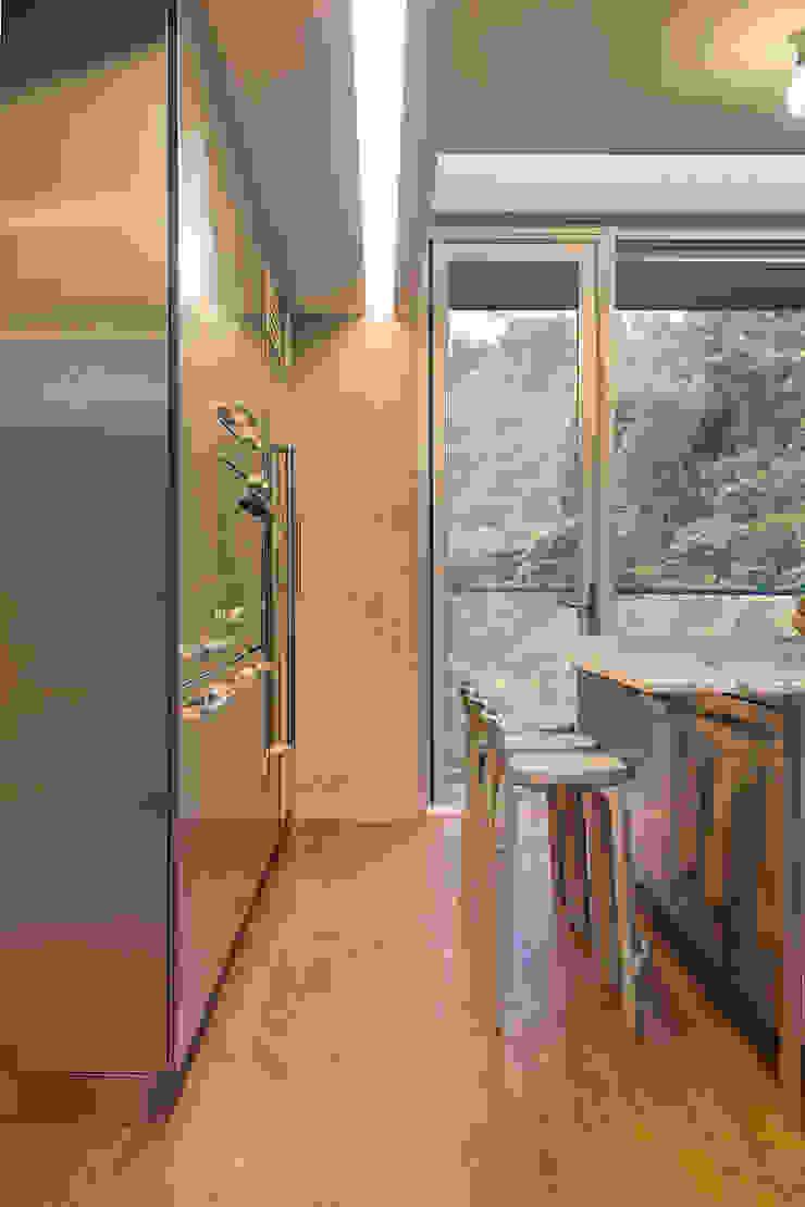 何宅 House H 現代廚房設計點子、靈感&圖片 根據 何侯設計 Ho + Hou Studio Architects 現代風