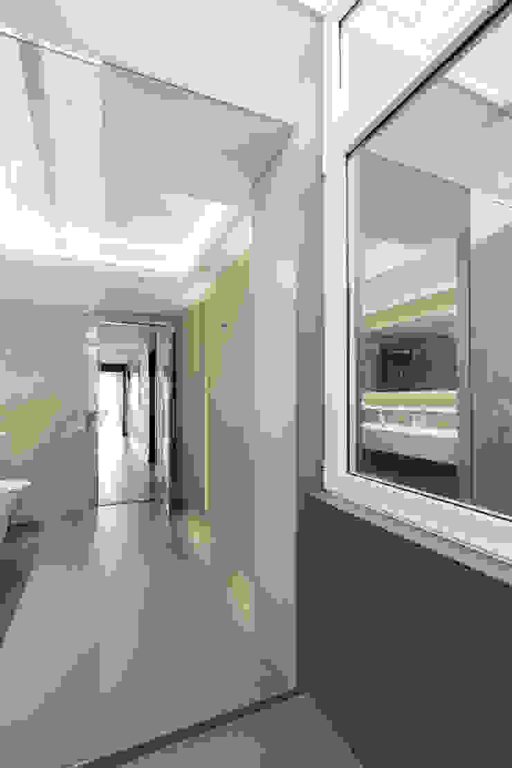 Baños Baños de estilo moderno de Sebastián Bayona Bayeltecnics Design Moderno