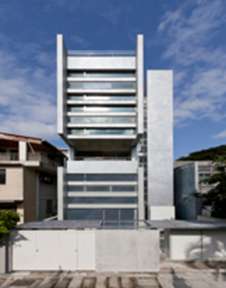 何宅 House H 現代房屋設計點子、靈感 & 圖片 根據 何侯設計 Ho + Hou Studio Architects 現代風