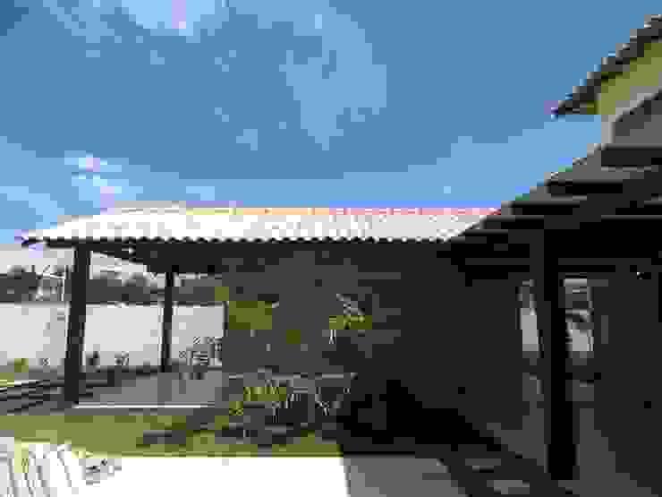 Jardines de estilo tropical de Aroeira Arquitetura Tropical