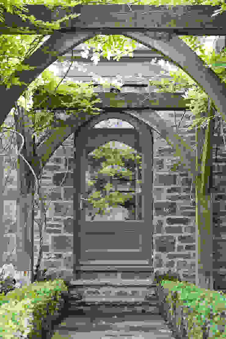 Beautiful Orangery on a Yorkshire hunting lodge Konservatori Klasik Oleh Vale Garden Houses Klasik