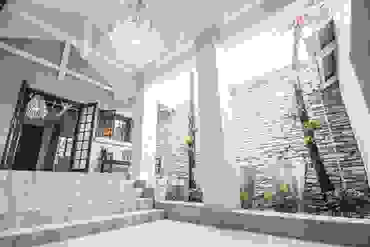 Couloir et hall d'entrée de style  par Principia Design, Rural