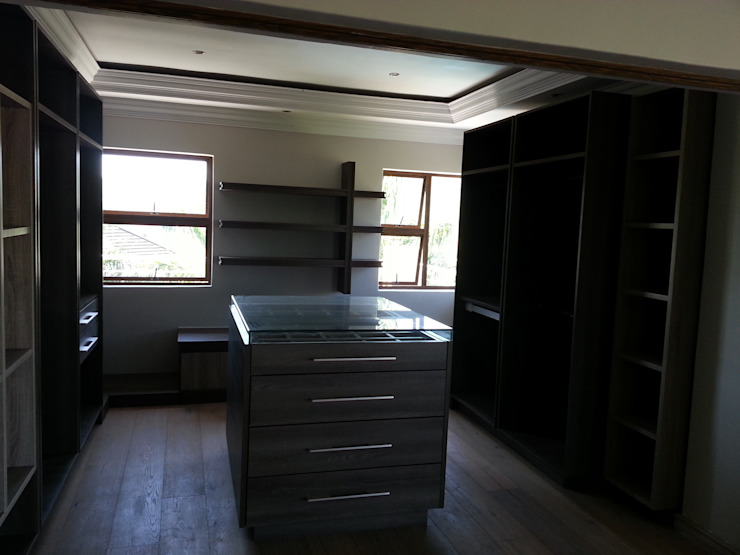 House Swaziland Modern dressing room by Principia Design Modern