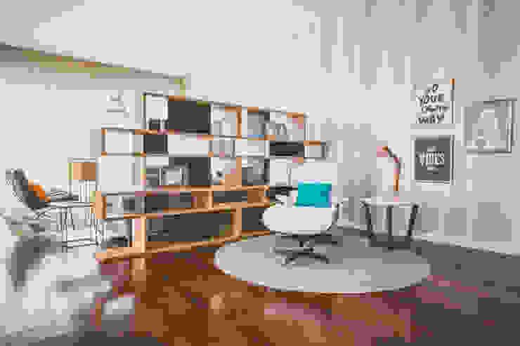 Villa Carlota 现代客厅設計點子、靈感 & 圖片 根據 Fragmentos Design 現代風