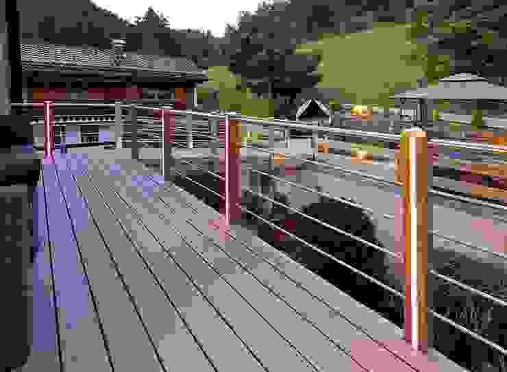 Braun & Würfele - Holz im Garten Modern style balcony, porch & terrace Wood-Plastic Composite