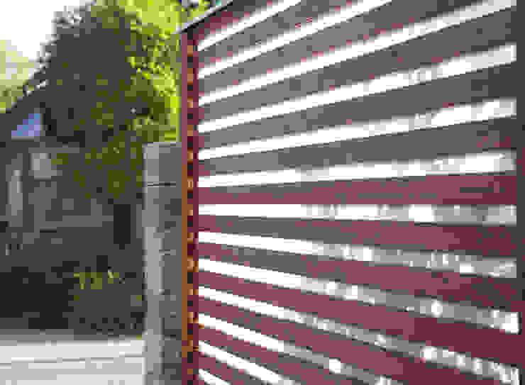 Braun & Würfele - Holz im Garten Modern style gardens Wood Brown