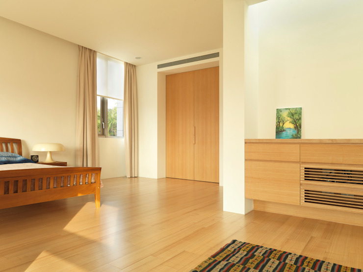 Camera da letto moderna di 何侯設計 Ho + Hou Studio Architects Moderno