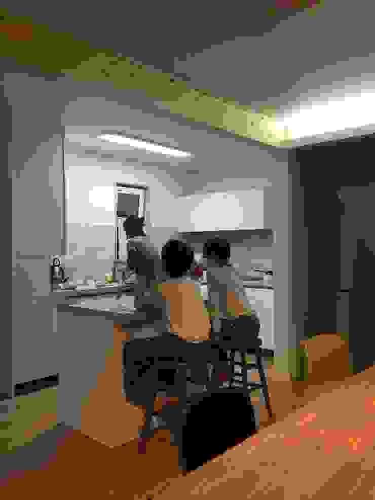 Modern style kitchen by 건축사사무소 리임 Modern