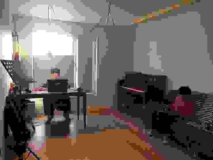 Modern style media rooms by 건축사사무소 리임 Modern