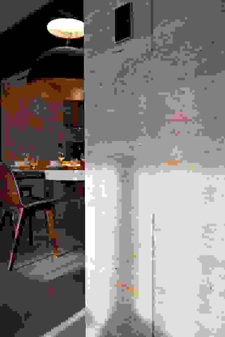 wall 根據 CCL Architects & Planners林祺錦建築師事務所 現代風