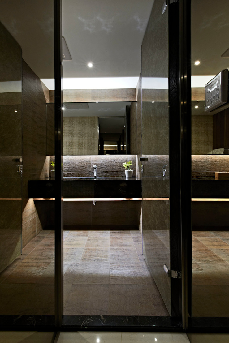 lavatory Modern bathroom by CCL Architects & Planners林祺錦建築師事務所 Modern