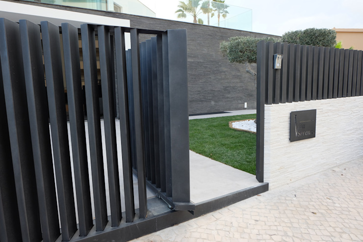 Modern windows & doors by Riscos & Atitudes, Lda Modern