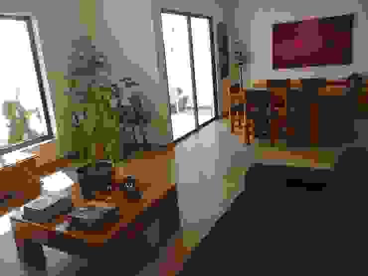 Alberto M. Saavedra Eclectic style living room