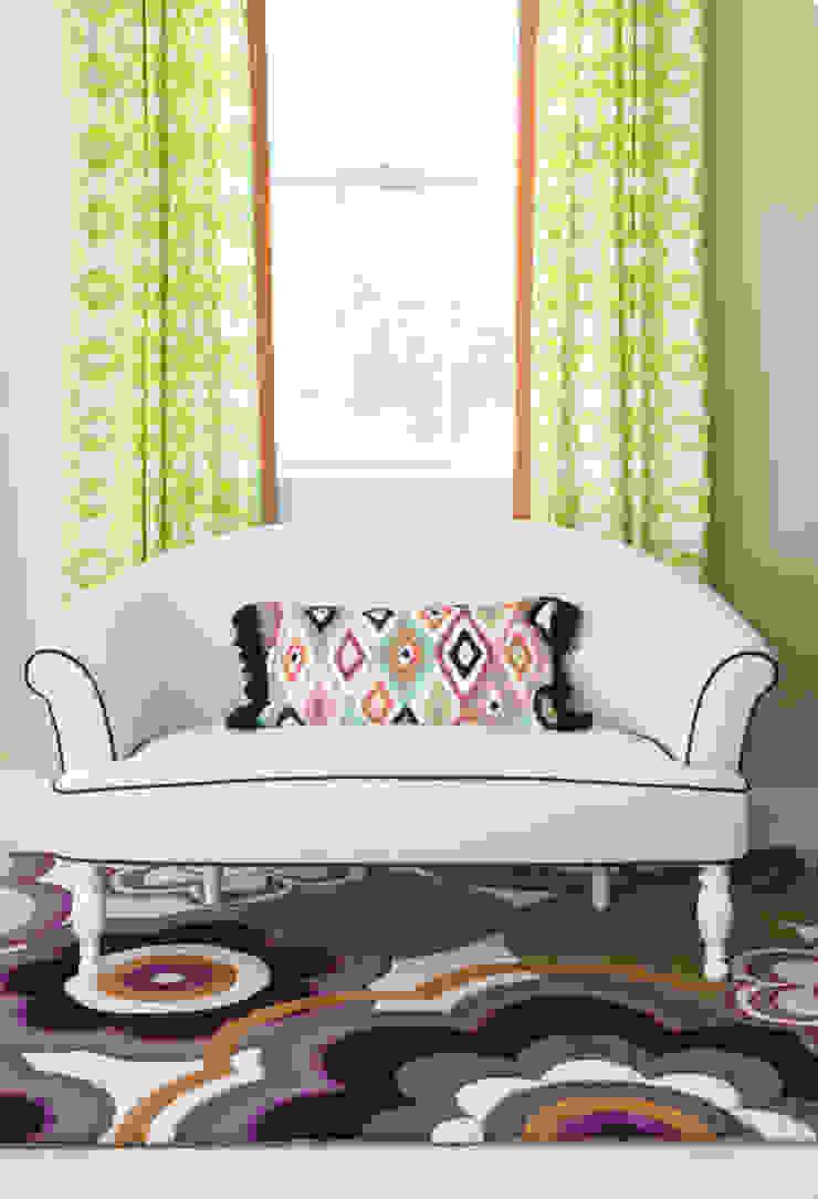 Next Generation - Tween's Room Settee Classic style bedroom by Lorna Gross Interior Design Classic