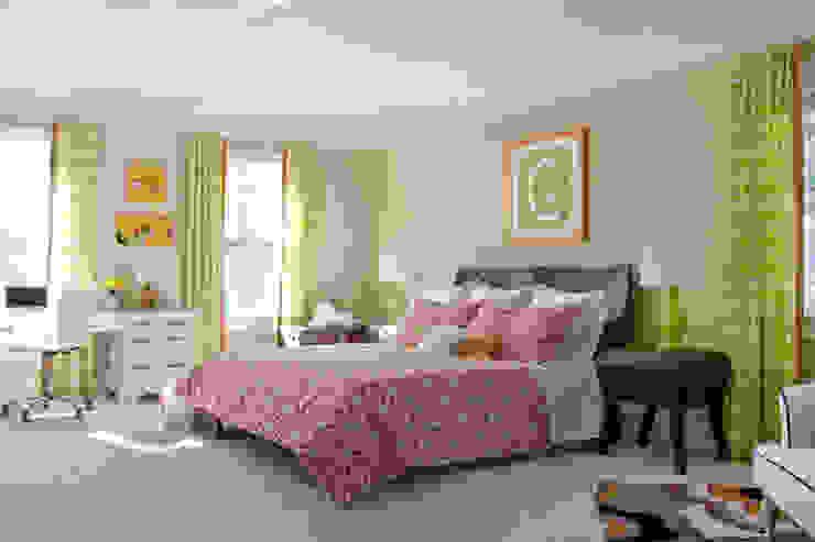 Next Generation - Tween's Room Classic style bedroom by Lorna Gross Interior Design Classic